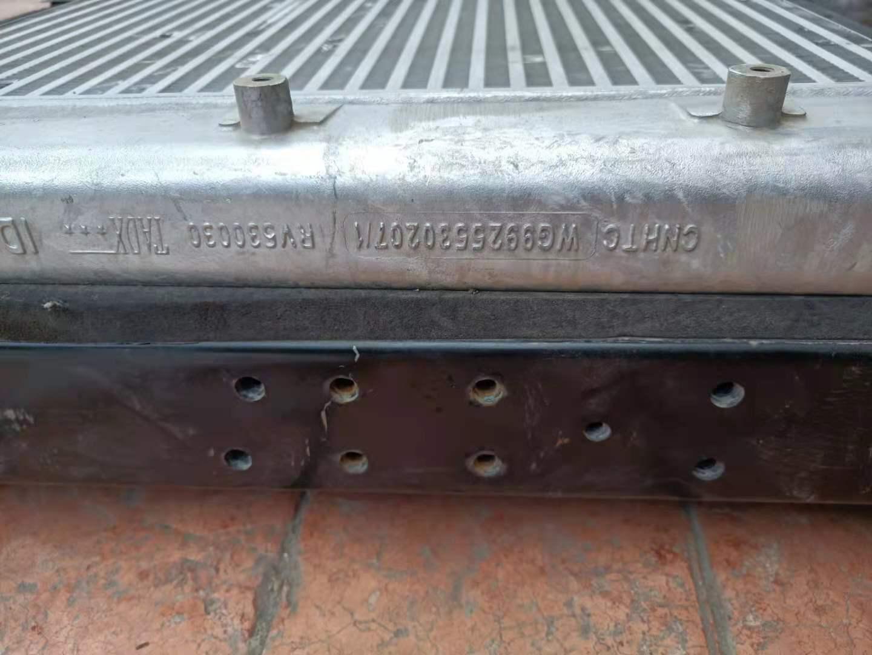 重汽WG9925530207中冷器